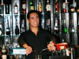 Experienced barman teaches you how to mix the most popular cocktails.