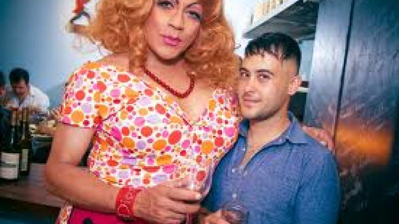 You must take a photo with drag queen.