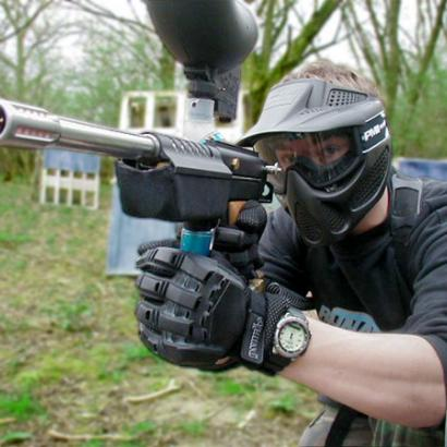 Man playing paintball is aiming for his target